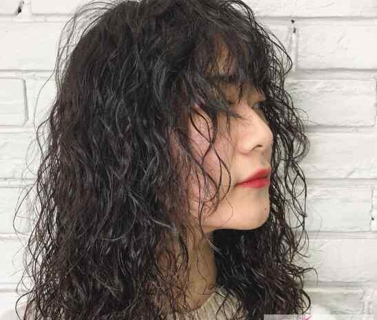 头发油腻怎么解决 头发总是出油怎么办 这些习惯千万不能有