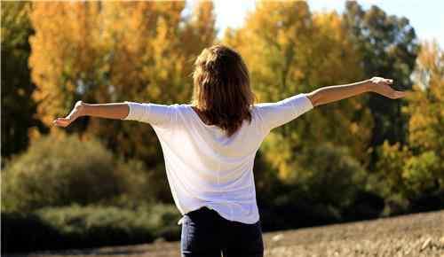 乳腺增生有什么症状 乳腺增生有什么症状 引发乳腺增生的原因有哪些