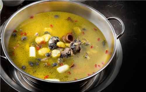 乌鸡汤怎么炖 乌鸡汤怎么炖好喝又营养 乌鸡汤吃了有什么好处