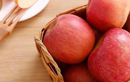 苹果加蜂蜜的功效 苹果能和蜂蜜一起吃吗 苹果和蜂蜜一起吃有什么好处