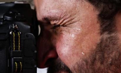 【感动】伊拉克摄影师流泪是怎么回事 背后真相曝光令人感动