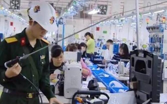 【担心】越南鞋厂百人中毒 越南军方已出动防化兵前往