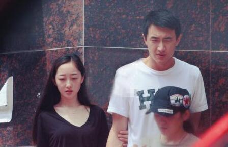 蒋梦婕超低胸不慎露bra肌肤雪白 与林更新分手原因遭扒