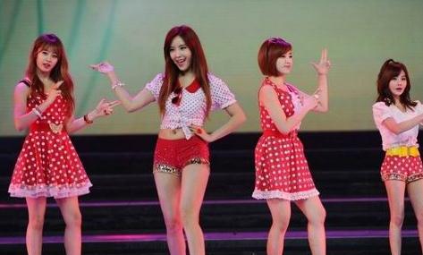 韩国女团带避孕套遭粉丝翻包 T-ara被疑潜规则上位