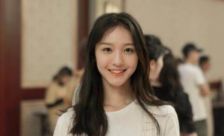 【热议】女星大闹高铁站 芒果tv刘露个人资料被扒