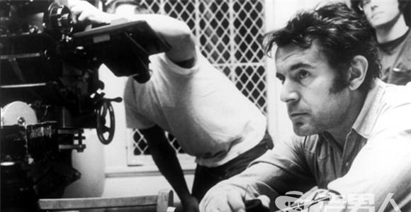星热点:《飞越疯人院》导演福尔曼病逝享年86岁 个人生平及导演作品回顾