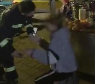 【热议】小伙给消防员下跪 冬日里暖化人心的是感恩的心