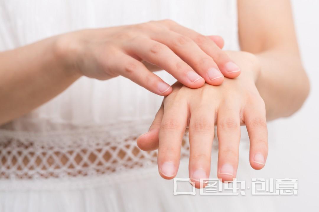 肤色不均匀什么护肤品好? 这些做法可以改善
