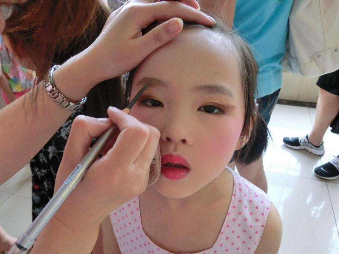 儿童化妆教程 快来看看吧