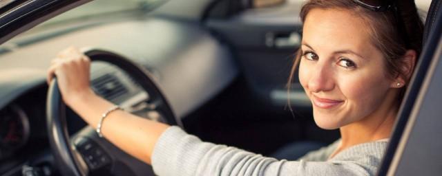 开车拐弯的技巧 掌握这些转弯技巧小白也能变高手