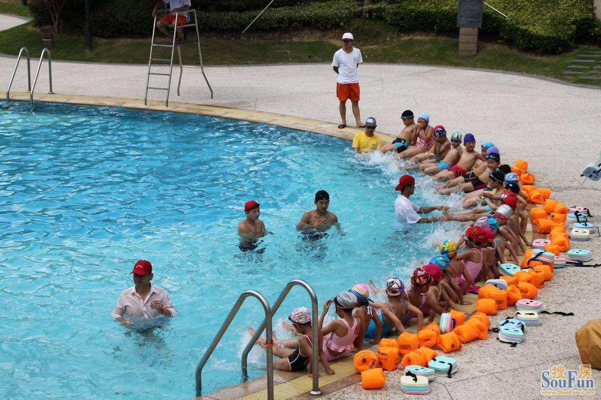 游泳踩水技巧 大家可以学习一下
