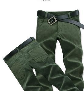 军绿色裤子配什么上衣 军绿色裤子搭配方法