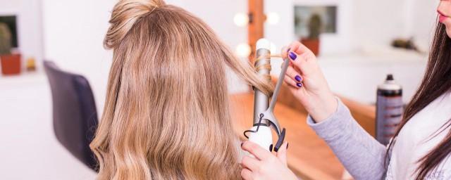 经常用卷发棒好吗 经常用卷发棒有什么危害