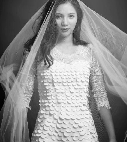 何姿晒婚纱照 与男友秦凯或举办婚礼
