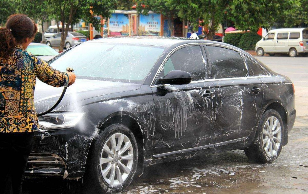 用什么洗车不伤车漆 可以用海绵洗车吗