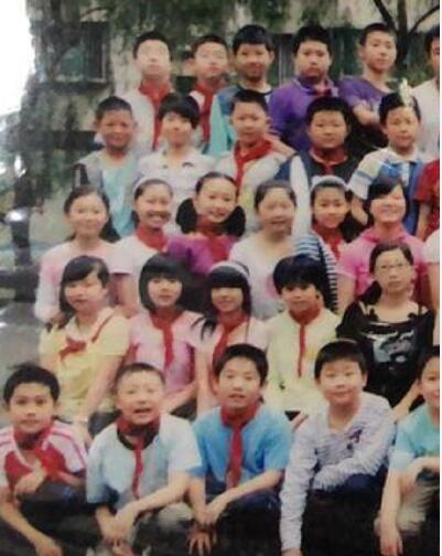 【热议】王一博小学毕业照曝光整容明显 王一博家境怎么样是校草富二代吗