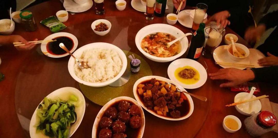 中餐摆台标准是什么 中餐摆台标准简述