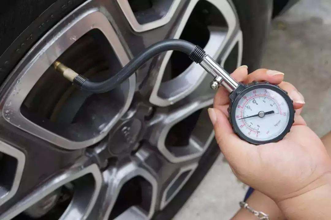 1000大气压是多少公斤 一个标准大气压的重量