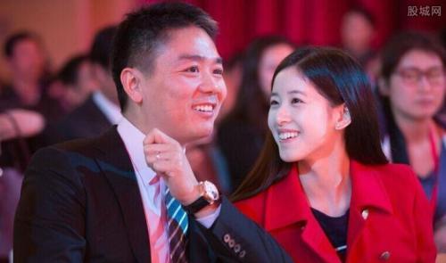 传刘强东退出管理层 刘强东前妻和儿子图片曝光?