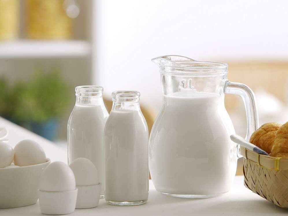 睡觉前多久喝牛奶最好 睡前喝牛奶的好处