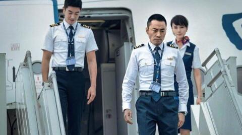 【热议】中国机长真实事件川航8633事件完整回顾 副机长是怎样被拉回来的