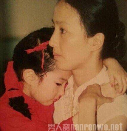 刘亦菲的妈妈近照 网曝刘亦菲和她的妈妈被同一个男人包养