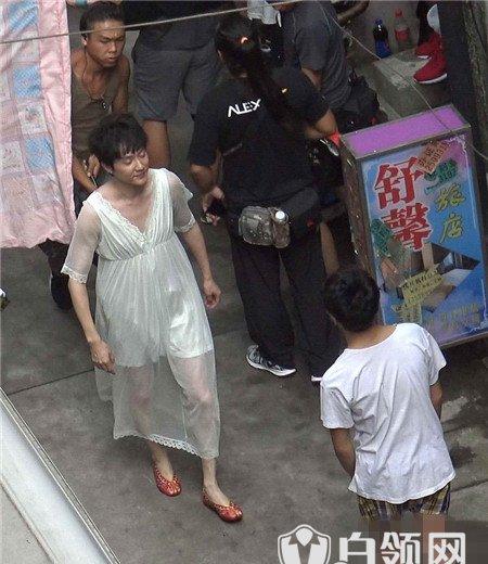 星热点:冯绍峰穿蕾丝睡裙造型是哪部剧 网友:辣眼睛!