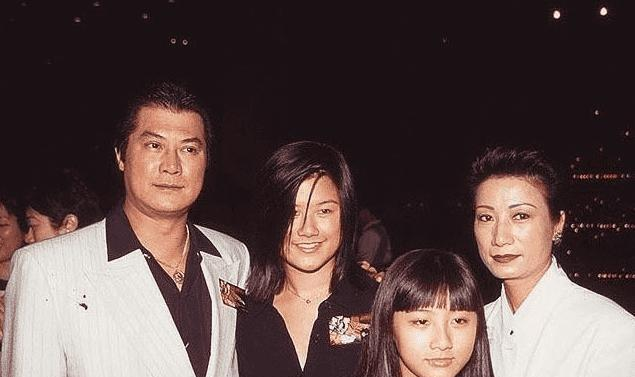 邓光荣小女儿邓业炜大婚 邓光荣和向华强的实力对比谁更强