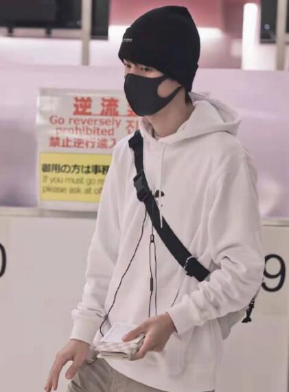 【热议】网友直呼:王一博的包该洗了 潮流男孩还有哪些囧事?