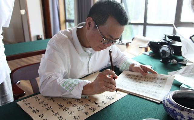 陈中浙:右手书画,左手哲学,把灵气与书卷气汇为一体
