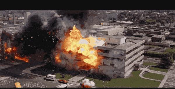 爆破拆除!如何科学地拆倒一座大楼?
