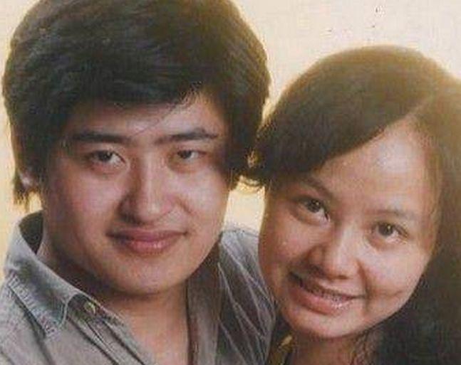 原创                        刘欢的妻子原来是她,曾是主持人,相夫教女30年,如今变成这样