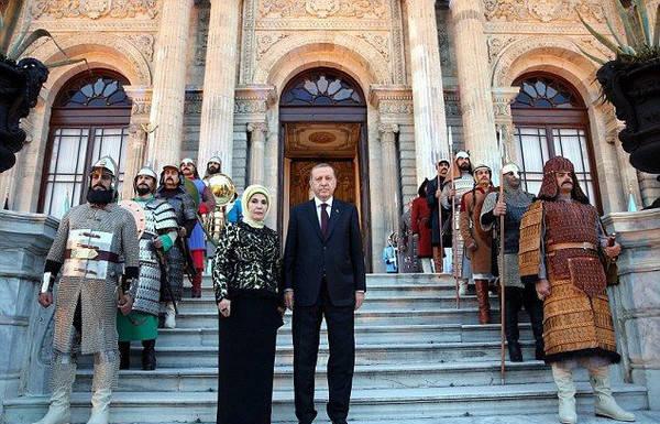 从土耳其总统埃尔多安的夫人说起,这画风太壕简直闪瞎眼