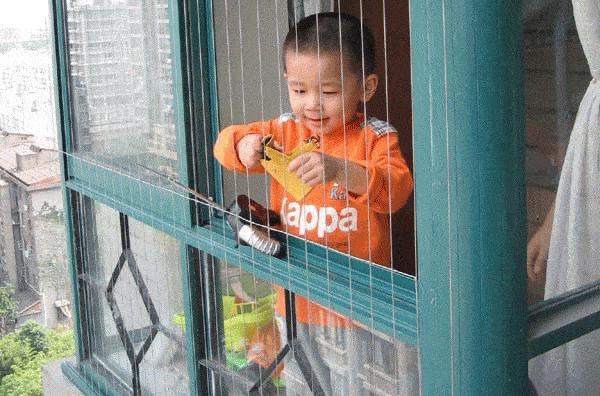 专家告诉你飘窗怎样安装隐形防护栏,别再被人骗了