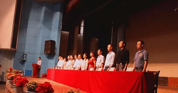 成都理工大学商学院2016级新生开学典礼隆重举行