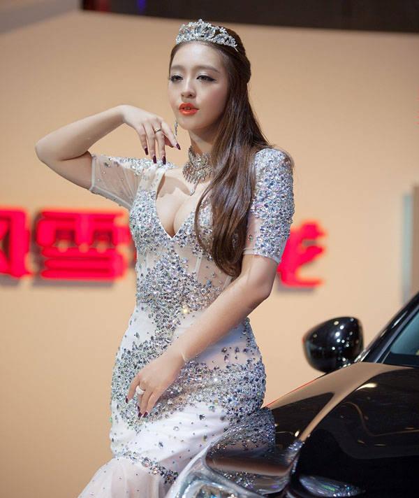 模特:曹阳(中国第一车模)