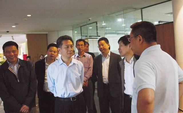 上海机场集团党委书记张学兵一行莅临考察WE+联合办公空间
