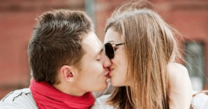 一个让女生根本无法拒绝的索吻方法