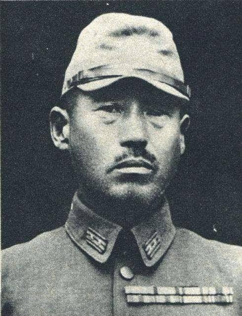 147个战犯跪在中国军人墓前,石碑上两个字,令日本人至今耻辱