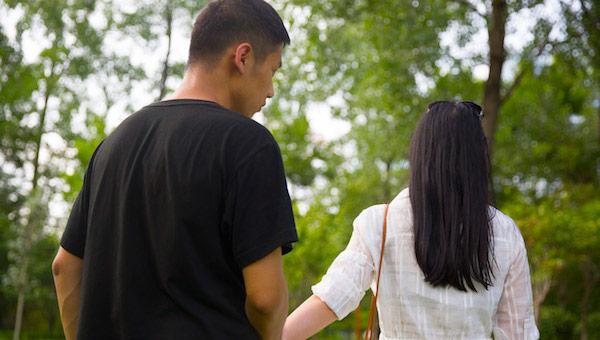 已婚男人暗恋你的举动 他的喜欢其实并不美好