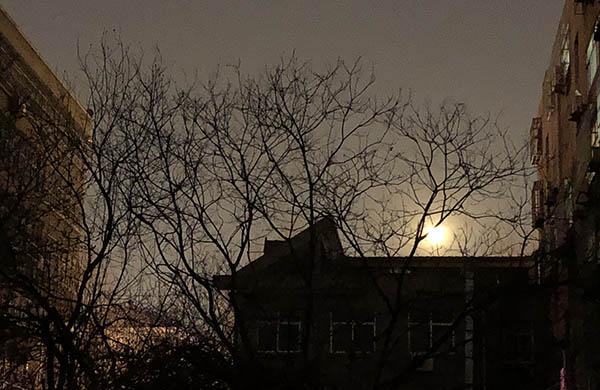 2018年元宵节月亮什么时候圆 早上赏月没有人多少注意