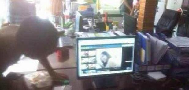 """广西涠洲岛管委会遭民众打砸,警方调查""""涠管会人员看黄片"""""""