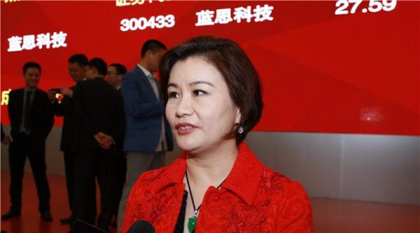 """中国新女首富周群飞30年发家史:打工妹没靠""""小三上位"""""""