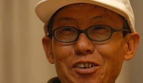 10年前赵本山背他千里回乡,他回忆称:赵本山哪像个大明星?
