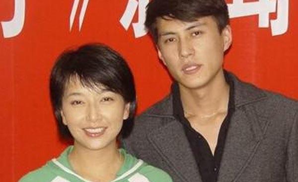 靳东江珊分手之谜 两人曾被传姐弟恋到了谈婚论嫁的地步
