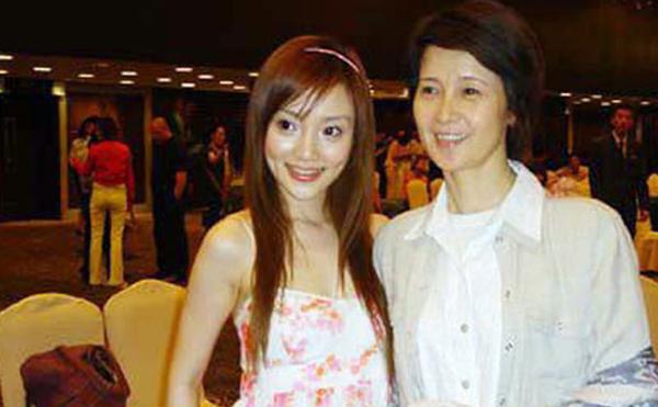 李小璐妈妈是谁 揭秘其鲜为人知的家庭背景