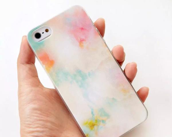 """多品牌手机壳越美越毒,跃宁""""水钻闪粉""""款铅超标1550倍"""