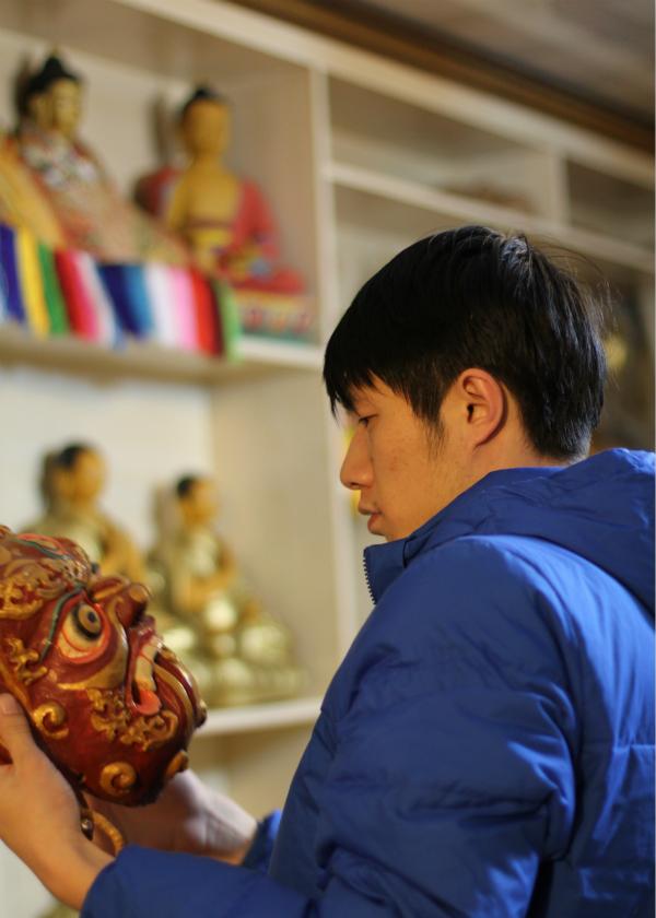 """九零后收藏家韩潇:""""我为何热衷于少数民族面具的收藏"""""""