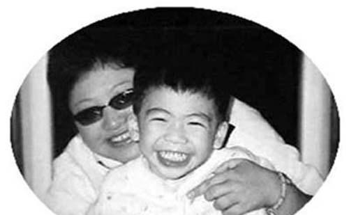 韩红天亮了歌曲背后真实故事 17岁养子潘子灏的身世揭秘