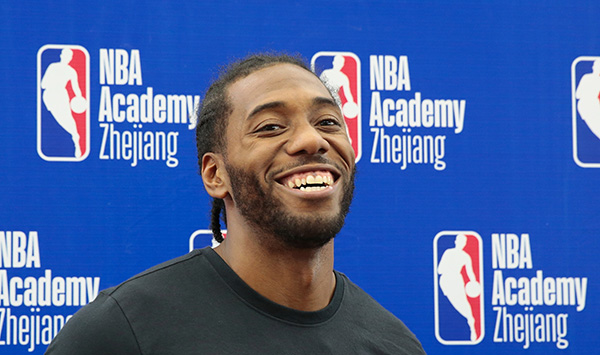 """伦纳德中国行吓坏NBA,东方神秘力量治好了他的""""扑克脸"""""""